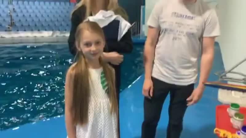 Дельфины создают футболки