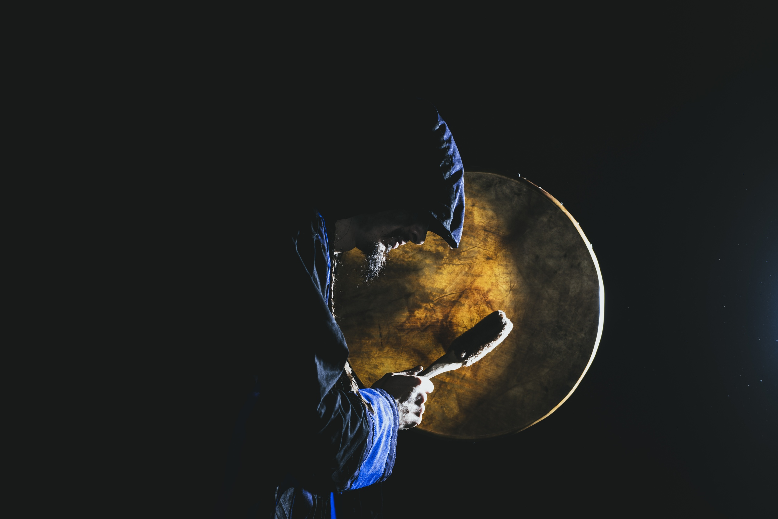 Вессемир Воронцов учитель игры на шаманском бубе
