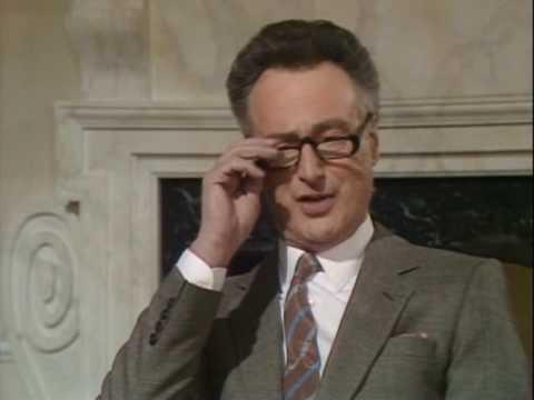 Кто же читает газеты Да господин премьер министр